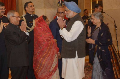President Pranab Mukherjee with Bangladesh President Abdul Hamid and former prime minister Manmohan Singh during a Banquet hosted in the honor of the Bangladeshi President at Rashtrapati Bhavan in New Delhi, on Dec 19, 2014. Also seen Rashida Khanam.