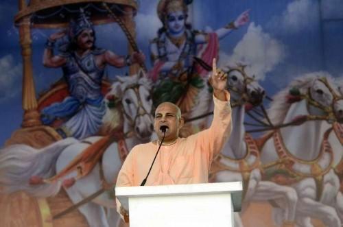Yogi Adityanath addresses during Virat Hindu Sammelan of Vishwa Hindu Parishad (VHP) in Mumbai, on Dec 14, 2014.
