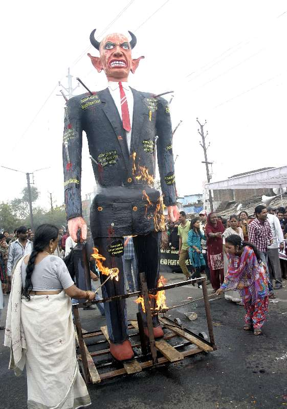 Bhopal: Survivors of Bhopal gas tragedy burn an effigy of Union Carbide chairman Warren Anderson on 29th anniversary of the tragedy outside the abandoned factory of Union Carbide in Bhopal