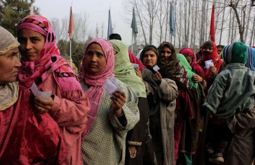 People queue-up to cast their votes during the fourth phase of Jammu and Kashmir assembly polls in Batamaloo constituency on Dec 14, 2014.