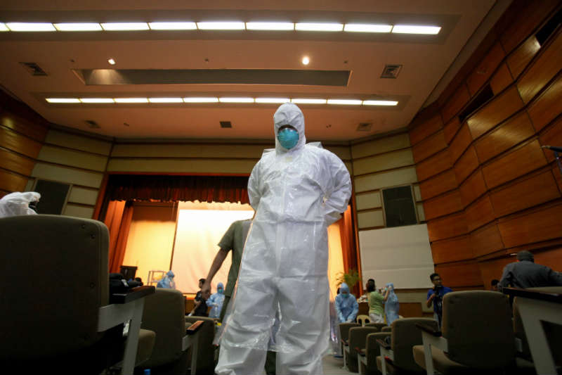 A health worker puts on a protective suit during a training on handling Ebola Virus Disease (EVD) patients inside the Research Institute for Tropical Medicine (RITM) in Muntinlupa City, the Philippines.