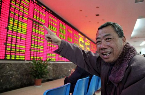 An invester points at an electronic billboard displaying share prices in a stock trading venue in east China's Shanghai, Dec. 3, 2014. China's stocks saw a rise on Wednesday with the benchmark SSE Composite Index and SZSE Component Index closing at 2779.53 points (up 0.58 percent) and 9443.92 points (up 2.96 percent) repectively.