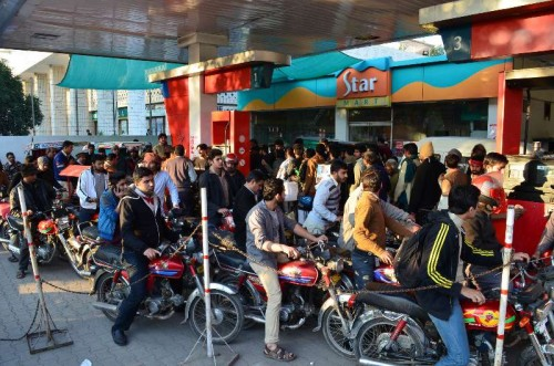 Pakistani motorists queue at a petrol station in eastern Pakistan's Lahore on Jan. 17, 2015. Delayed oil consignments have left large areas of the country facing major fuel shortages.