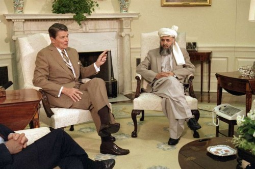 Ronald Regan with Jalaluddin Haqqani in the White House in 1985