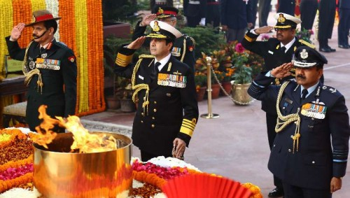 The Chief of Army Staff, General Dalbir Singh, the Chief of the Air Staff, Air Chief Marshal Arup Raha and the Chief of Naval Staff, Admiral R.K. Dhowan paying homage at Amar Jawan Jyoti on the occasion of 67th Army Day, in New Delhi on January 15, 2015.