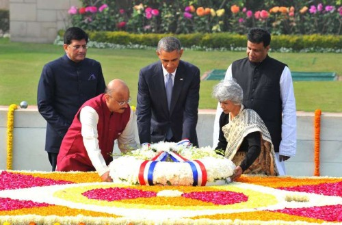 The US President, Mr. Barack Obama laying wreath at the Samadhi of Mahatma Gandhi, at Rajghat, in Delhi on January 25, 2015. The Minister of State (Independent Charge) for Power, Coal and New and Renewable Energy, Shri Piyush Goyal is also seen.