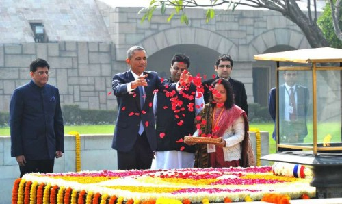 The US President, Mr. Barack Obama paying floral tributes at the Samadhi of Mahatma Gandhi, at Rajghat, in Delhi on January 25, 2015. The Minister of State (Independent Charge) for Power, Coal and New and Renewable Energy, Shri Piyush Goyal is also seen.