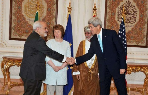 U.S. Secretary of State John Kerry shakes hands with Iranian Foreign Minister Mohammad-Javad Zarif (1st L) in Muscat, Oman, Nov. 9, 2014. The trilateral meeting that involves the United States, Iran and the European Union (EU) started in Muscat on Sunday to discuss core issues on Iran's nuclear program, the official Oman News Agency reported.