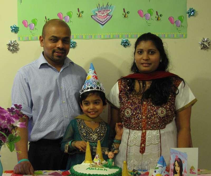 Jaso Manokaran with his wife Jasmine and daughter Shreejah