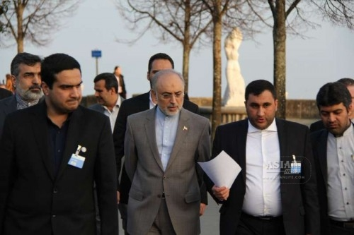 Members of Iran's delegation talks with Iran's atomic agency chief Ali Akbar Salehi in Lausanne, Switzerland, on March 18, 2015. Senior officials from Iran and the P5+1 countries (the United States, China, Russia, France, Britain, plus Germany) on Wednesday kicked off a new round of nuclear talks in the Swiss city of Lausanne.