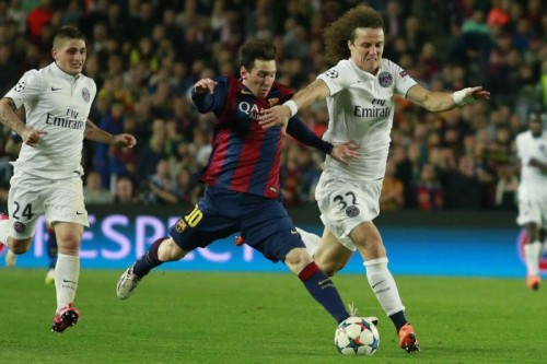 Barcelona's Lionel Messi (C) vies for a ball with Paris Saint-Germain's David Luiz (R) during their UEFA Champions League quarter-finals second leg match in Barcelona, Spain, April 21, 2015. Barcelona won 2:0 and entered the semi-finals with 5:1 on aggregate