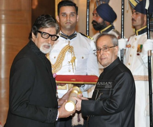 The President, Shri Pranab Mukherjee presenting the Padma Vibhushan Award to Shri Amitabh Bachchan, at a Civil Investiture Ceremony, at Rashtrapati Bhavan, in New Delhi on April 08, 2015.