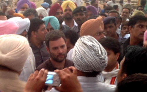 Congress Vice-President Rahul Gandhi interacts with the farmers