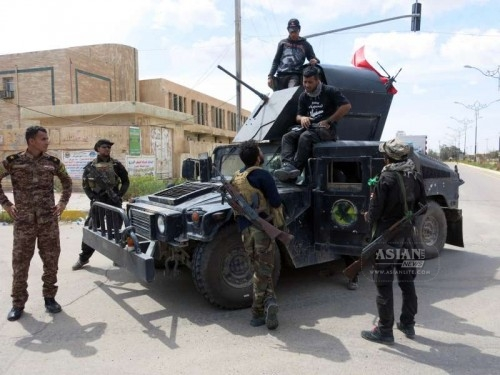 A group of fighters from the Iraqi army are seen in Tikrit, Iraq, on April 1, 2015. Iraqi security forces Wednesday fought remaining pockets of Islamic State (IS) militants in the freed city of Tikrit, officials said.