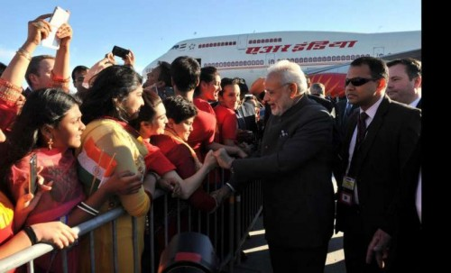 Modi arrives in Canadato the greets of the Indian diaspora.