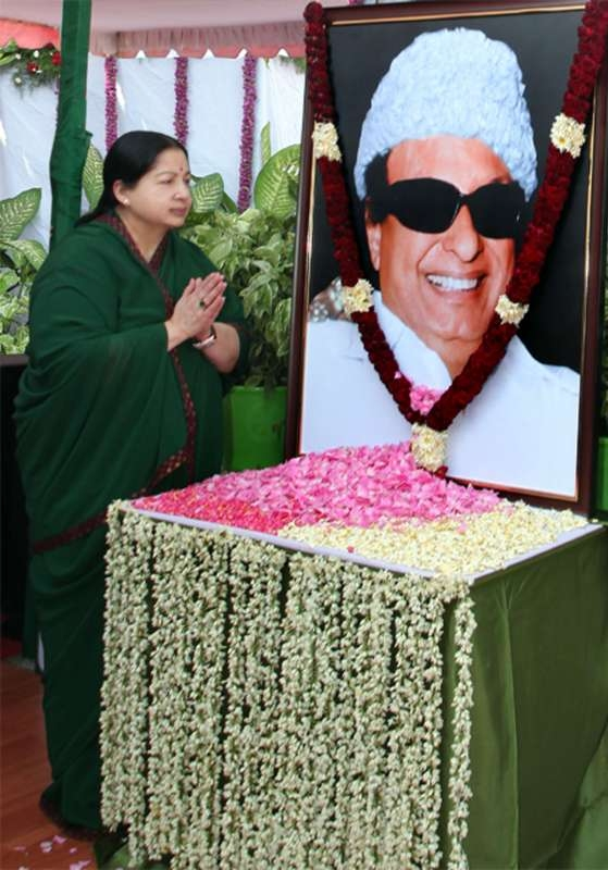 Jayalalitha pays tribute to  MGR