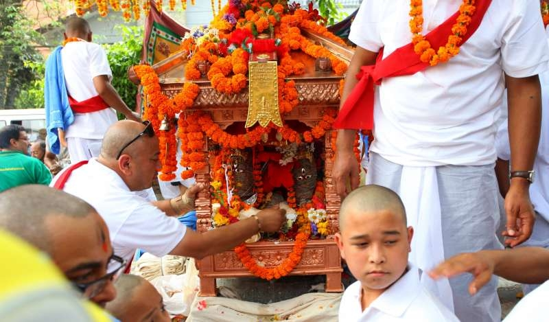 Priests offer prayers to the chariot of Goddess Sankata after a holy bath with water brought from Katuwaldaha during the Sankata festival in Kathmandu, Nepal, May 11, 2015. The festival is celebrated once in 12 years and procession includes worshipping, religious prayers around the temple for a week