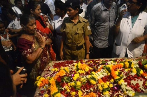 People pay their last respect to Aruna Shanbaug - world's oldest comatose patient, who died in Mumbai's KEM Hospital after remaining in coma for almost 42 years on May 18, 2015.