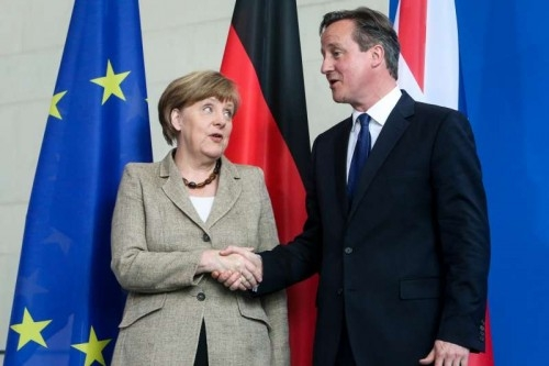 German Chancellor Angela Merkel (L) and British Prime Minister David Cameron attend a press conference after their meeting at the Chancellory in Berlin, Germany, May 29, 2015.