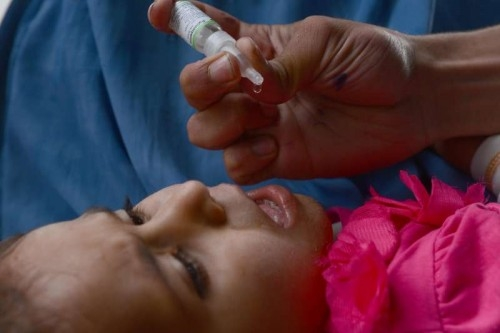 A child is received a polio vaccine during a vaccination campaign in Pakistan
