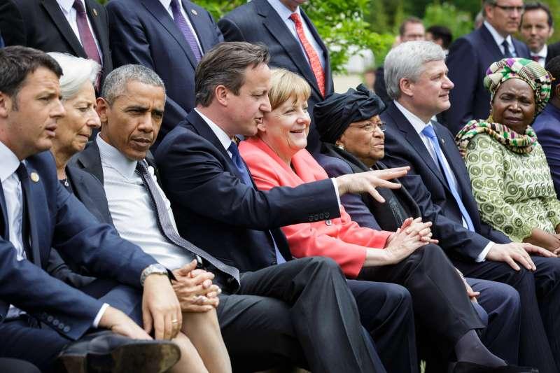 German Chancellor Angela Merkel (4th R), British Prime Minister David Cameron (4th L) and U.S. President Barack Obama (File)