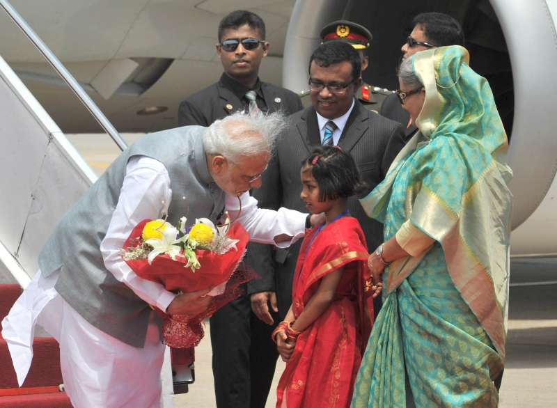 Prime Minister Narendra Modi being welcomed by the Prime Minister of Bangladesh, Sheikh Hasina on his arrival, in Hazrat Shahjalal Airport, Dhaka