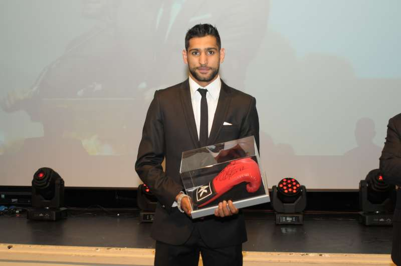 Auction item - signed glove by Amir Khan