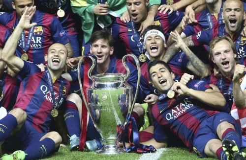 : FC Barcelona's players celebrate with the trophy after winning the UEFA Champions League final soccer match between Juventus FC and FC Barcelona at Olympic Stadium in Berlin, Germany, 06 June 2015.