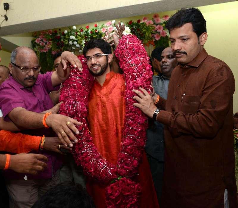 Aditya Thackeray celebrates birthday with Party workers