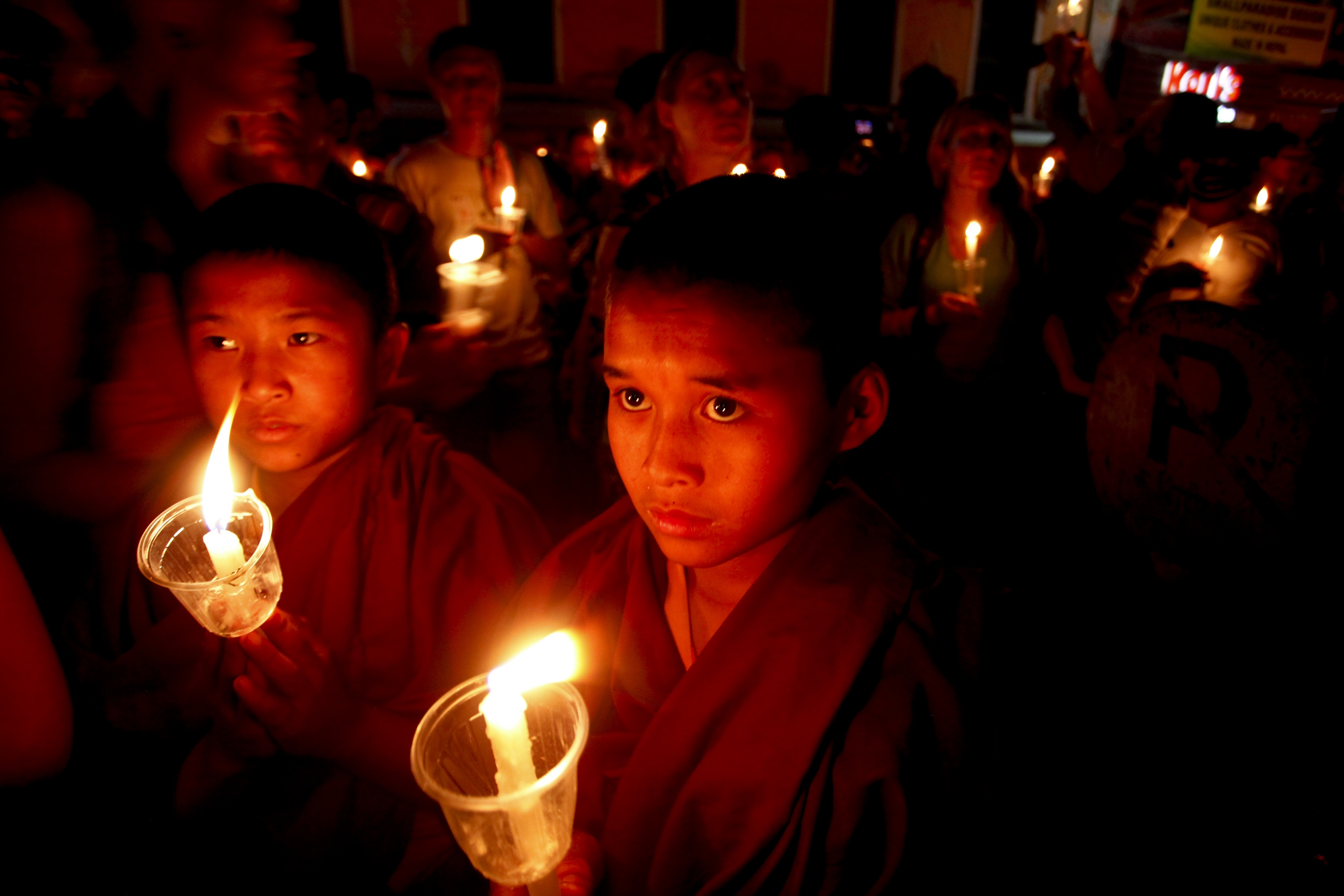 KATHMANDU, June 3, 2015 (Xinhua) -- Buddhist monks take part in a candle light vigil at Boudhanath stupa a month after the April 25 earthquake in Kathmandu, Nepal, June 2, 2015. The massive earthquake which struck Nepal on April 25 and ensuing aftershocks have left nearly 9,000 people dead and destroyed or damaged tens of thousands of houses in Nepal. (Xinhua/Pratap Thapa/IANS)