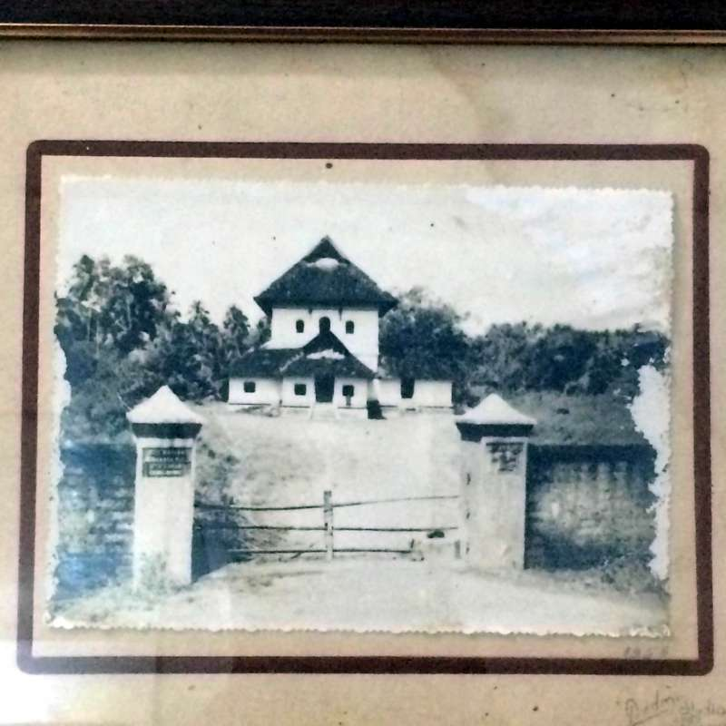 KODUNGALLUR MOSQUE: A photograph of the mosque as it existed in 1905.