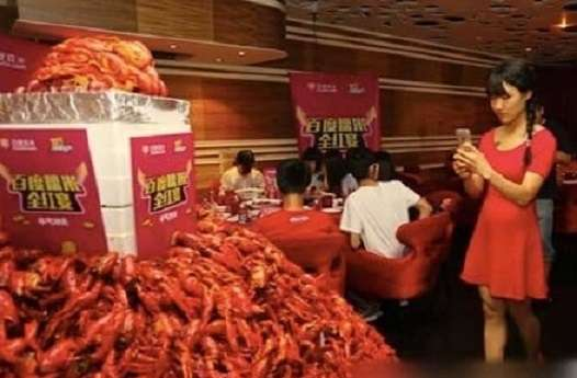 Red is for profit: Want red hot market tips for making money? Eat crayfish (Courtesy: Photosina/Weibo)
