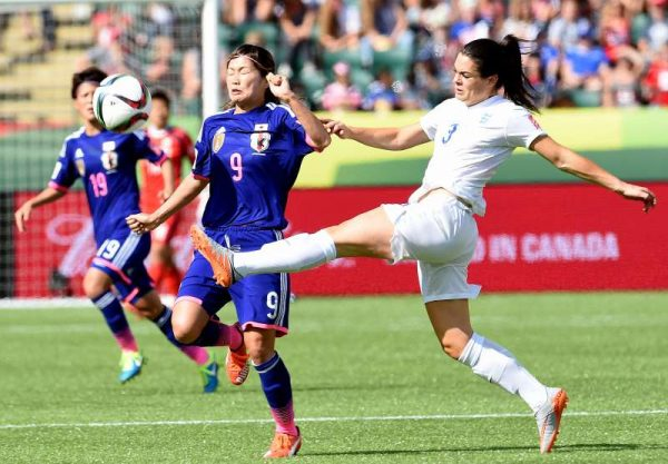 Nahomi Kawasumi (L) of Japan vies with Claire Rafferty of England during the semifinal at the 2015 FIFA Women's World Cup in Edmonton, Canada, July 1, 2015. Japan won 2-1 and was qualified for the final.