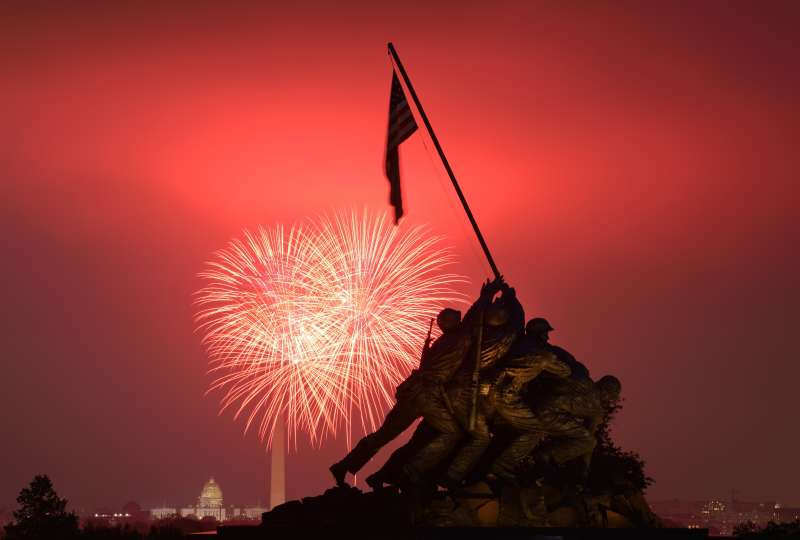 Fireworks explode over Washington July 4, 2015. The United States celebrated the 239th anniversary of independence on Saturday.