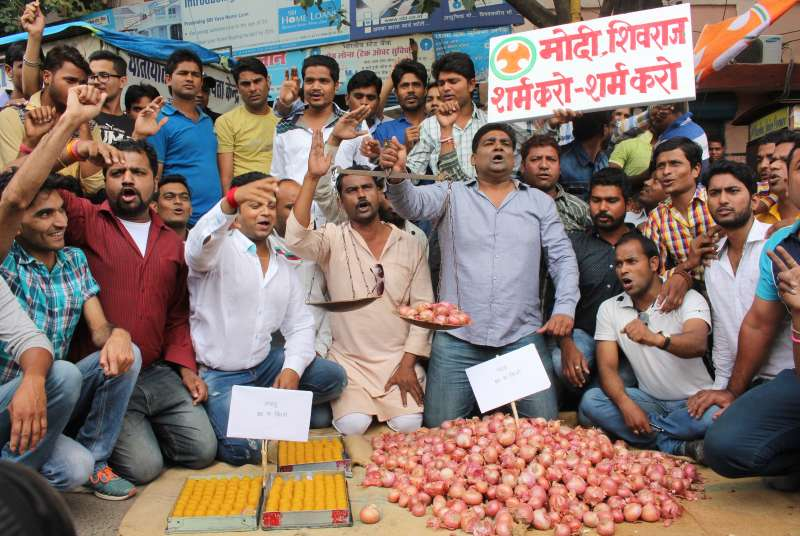 Youth Congress activists stage a demonstration against hike in onion prices in Bhopal