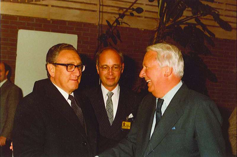 Former British prime minister Edward Heath with US politician Henry Kissiunger
