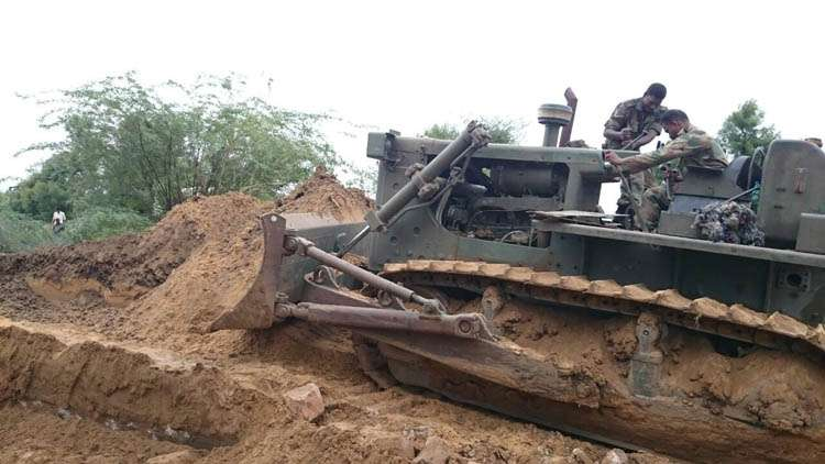 Army soldiers clearing the pathways in Gujarat