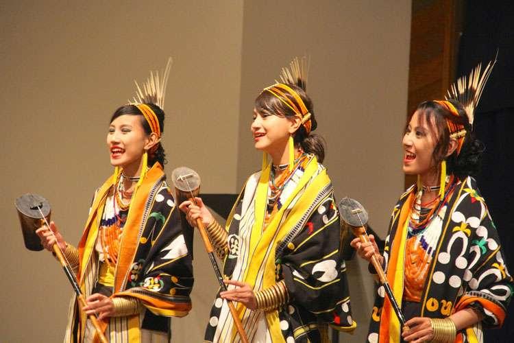 Tetseo siblings  performing at a programme