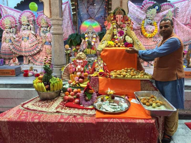 Pandit Shyam Sunderji at Gita Bhavan Temple in Manchester