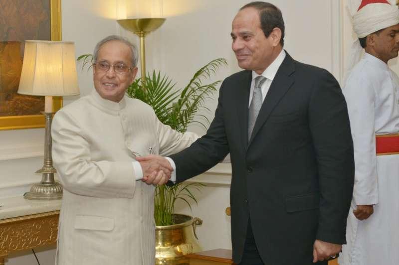 President Pranab Mukherjee receives Sissi at Rashtrapathi Bhavan
