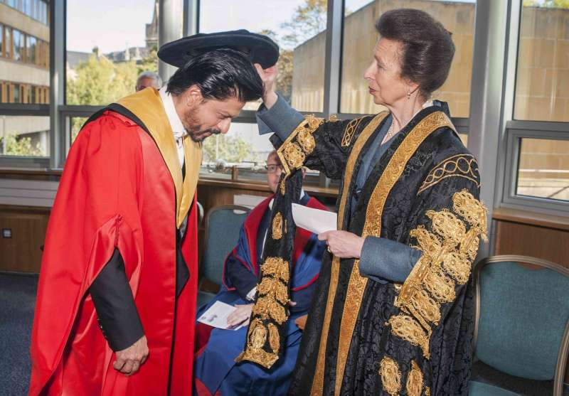 Shah Rukh Khan receives Honorary Degree from University Of Edinburgh 004