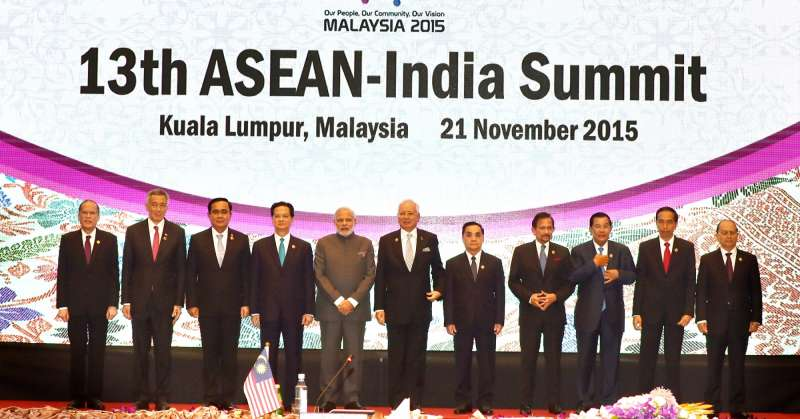 Prime Minister Narendra Modi with other ASEAN leaders at the ASEAN Business and Investment Summit 2015, at Kuala Lumpur, in Malaysia