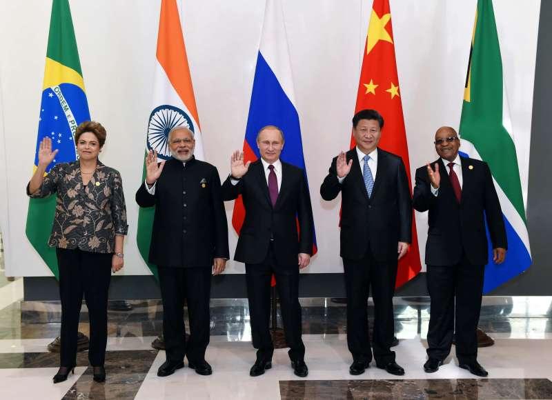 BRICS leaders Chinese President Xi Jinping, Russian President Vladimir Putin, Indian Prime Minister Narendra Modi, South African President Jacob Zuma and Brazilian President Dilma Rousseff pose for photos in Antalya, Turkey