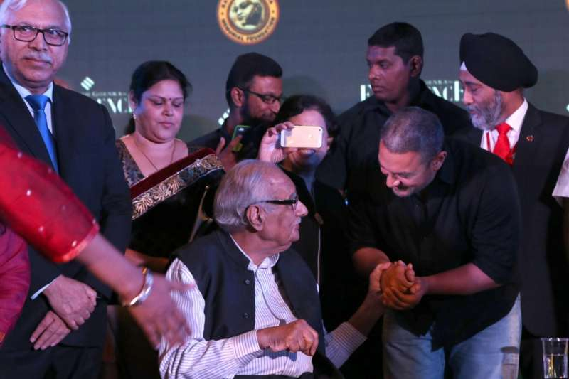 Actor Aamir Khan and veteran journalist Kuldip Nayar at the Ramnath Goenka Excellence awards ceremony in New Delhi