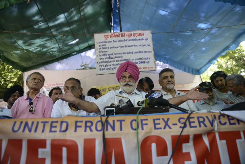 Indian Ex-servicemen movement chairman Major General Satbir Singh (retd) stage a demonstration to press for their demand of OROP - one rank one pension at Jantar Mantar in New Delhi