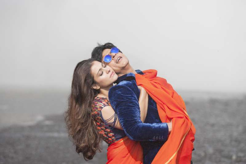 A still from Dilwale Song Gerua