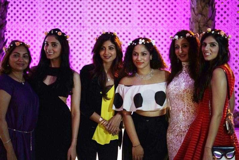 Masaba Gupta with Shilpa Shetty Kundra, Pernia Qureshi, Nishka Lulla and friends