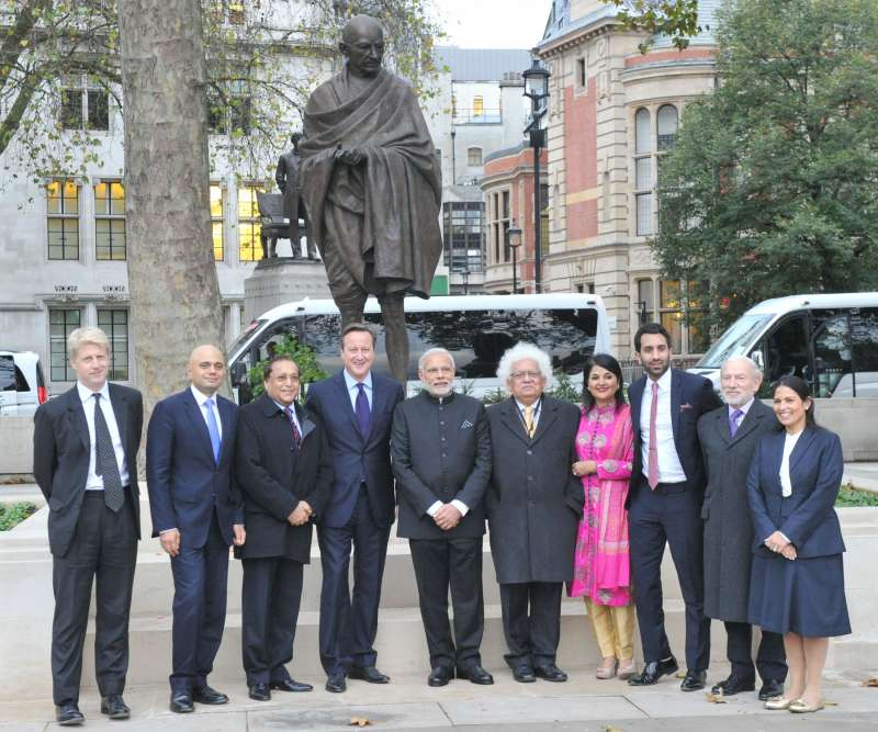 Prime Minister Narendra Modi with his British counterpart David Cameron, Jo Johnson MP, Sajid Javed, Business Secretary, Dr Rami Ranger, Chairman, Sun Mark Group, Lord Meghnad Desai, Lady Desai, besides sculptor Philip Jackson and Priti Patel MP