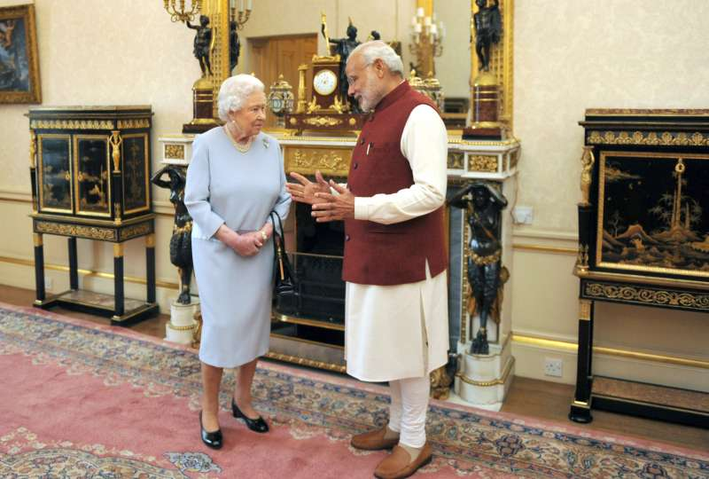 British Queen Elizabeth II with Indian Prime Minister Narendra Modi