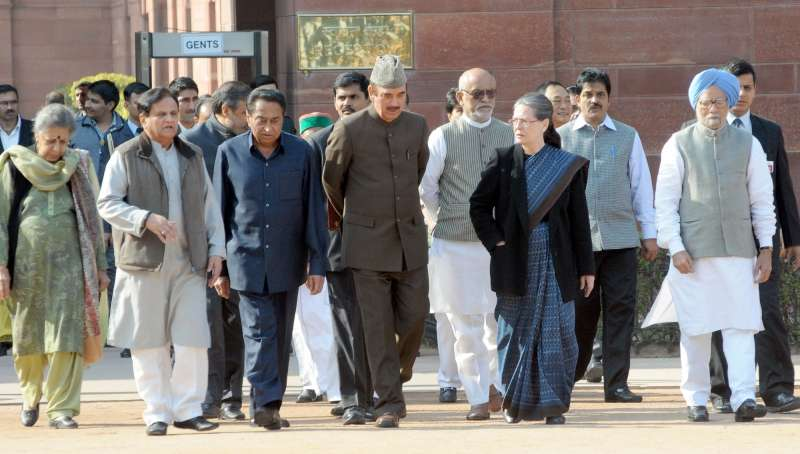 Congress delegation led by party president Sonia Gandhi, vice president Rahul Gandhi and other leaders speaking to media after meeting President Pranab Mukherjee at Rastrapati Bhawan in New Delhi